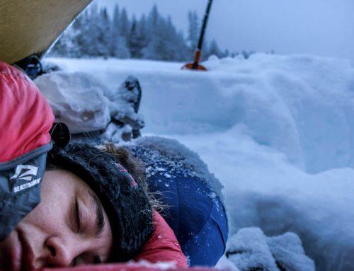Acampar en invierno y qué material llevar para no pasar frío | Guía completa